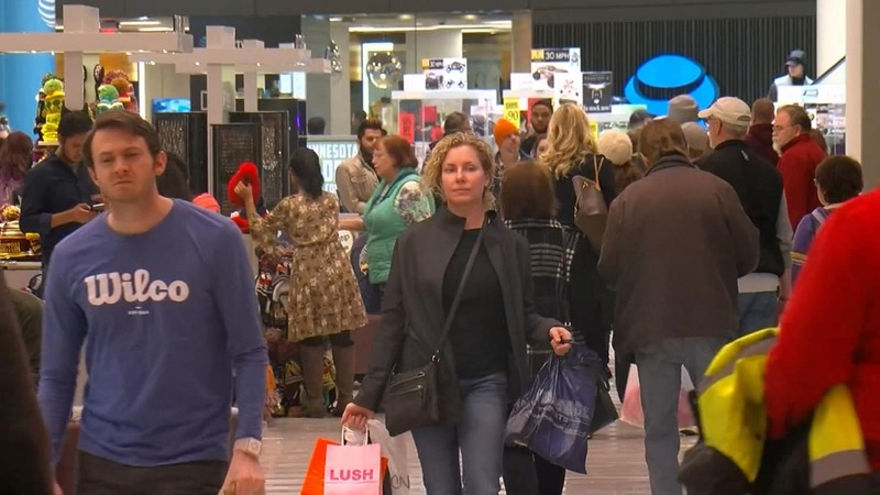 Last-minute shoppers rush out to finish holiday shopping