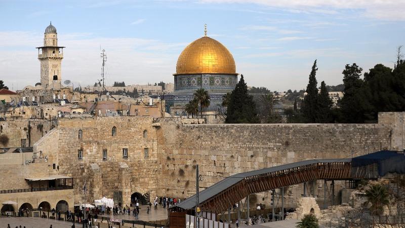 Pope urges peace in Jerusalem in Christmas speech