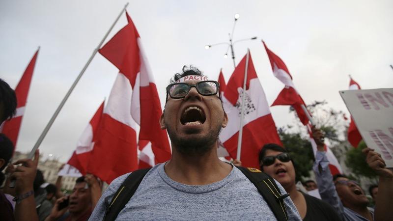 Thousands of Peruvians march against Fujimori pardon