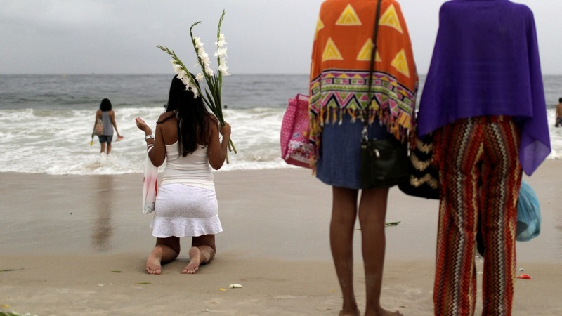 Brazilians pay tribute to sea goddess in New Year tradition