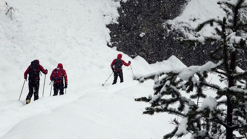 Migrants risk dangerous Alps crossing to reach France