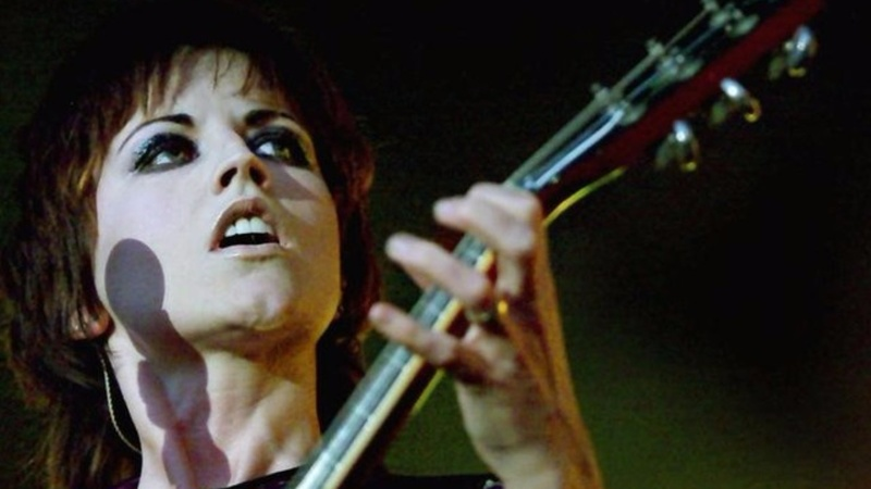 Tributes pour in for Cranberries lead singer