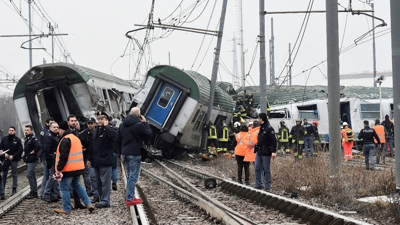 At least 3 dead after commuter train derails near Milan