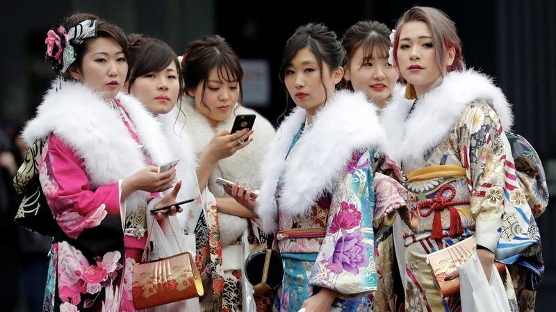 A Japanese 'Modern Girl' fan re-lives the roaring twenties