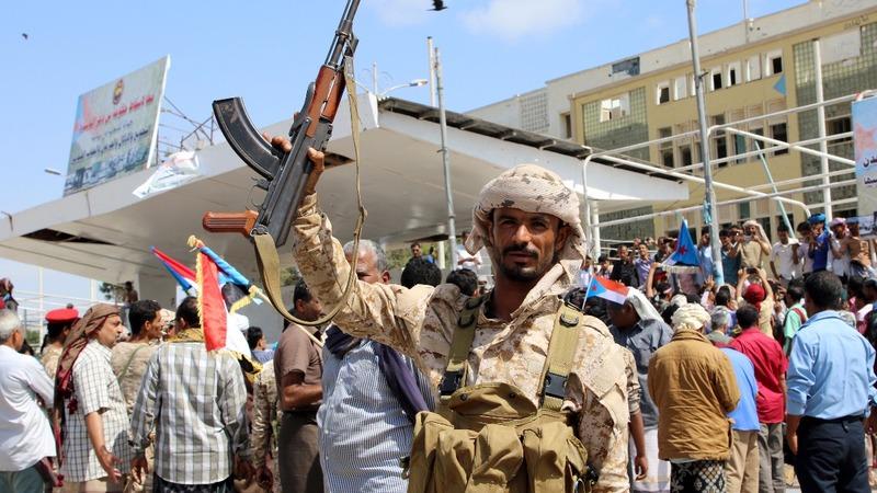 Yemeni gov't holed up as separatists seize Aden