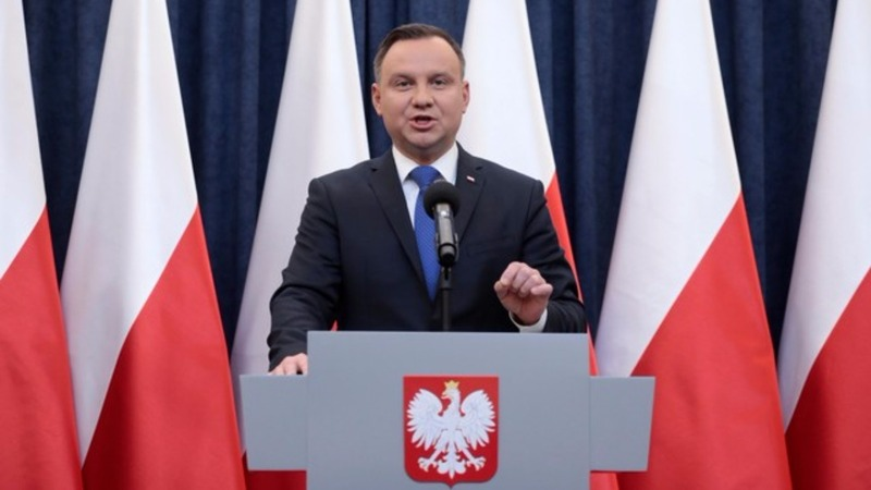 Polish President says he will sign Holocaust bill