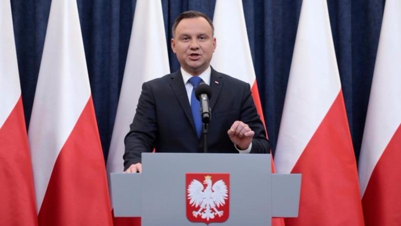 Polish President says he will sign Holocaust bill