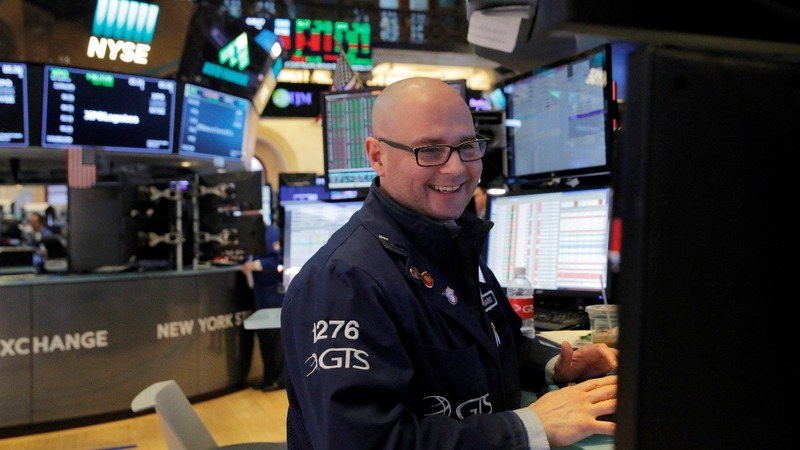 Wall Street makes a comeback after tumultuous week