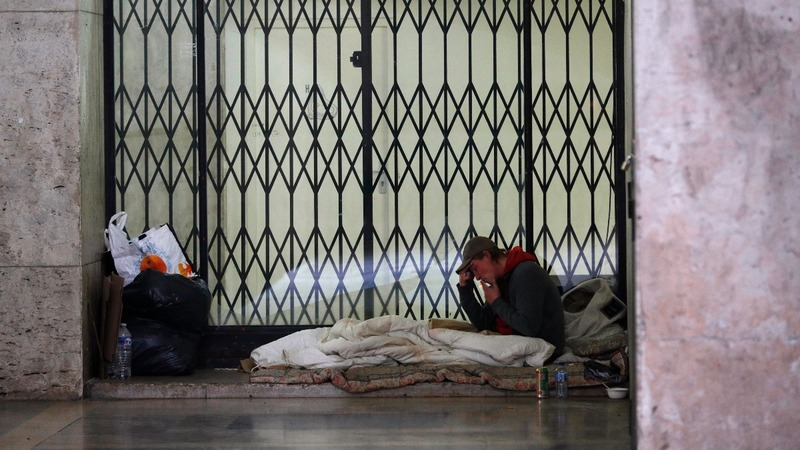 Thousands volunteer to count Paris's homeless