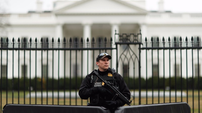 Minivan strikes White House barrier, driver apprehended