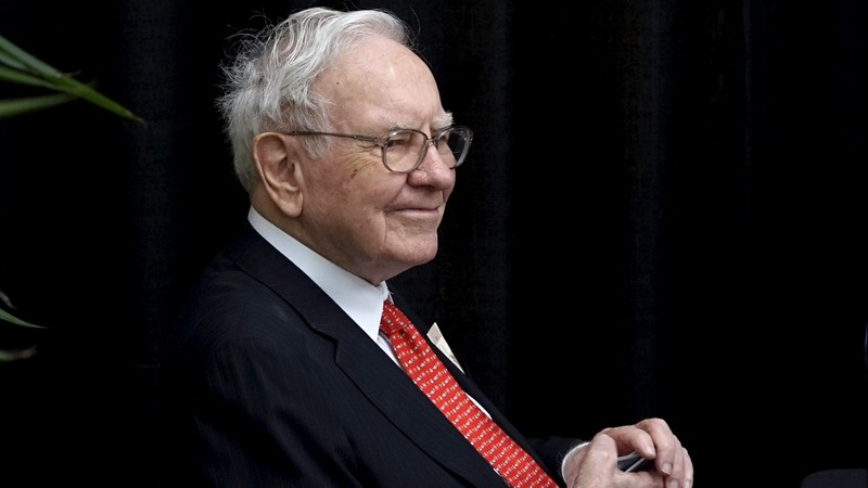 Buffet craves 'huge' deals for Berkshire Hathaway