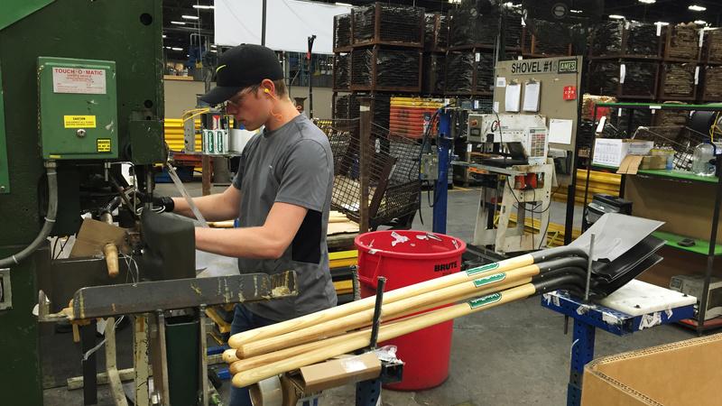 Tariff bill in Congress puts heat on U.S. bag maker