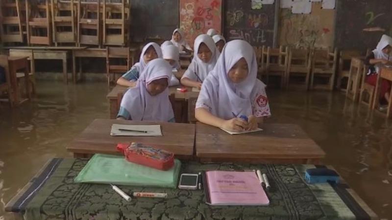 Sinking shoreline threatens millions in Indonesia