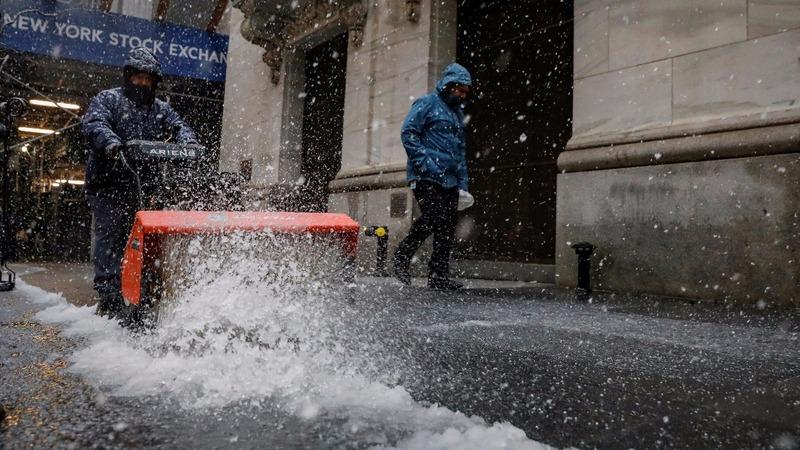 Snow storm pounds U.S. Northeast