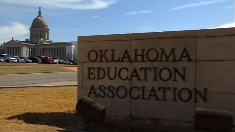 Oklahoma teachers threaten strike over pay