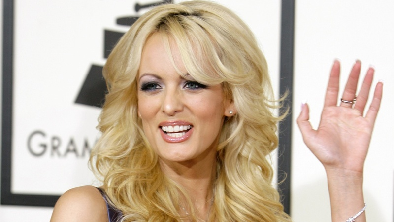 Porn star offers to repay alleged Trump affair hush money