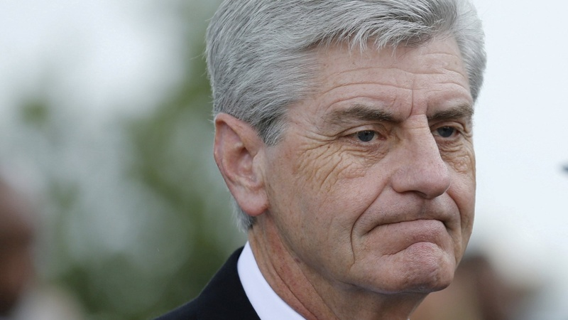 Mississippi outlaws abortion after 15 weeks