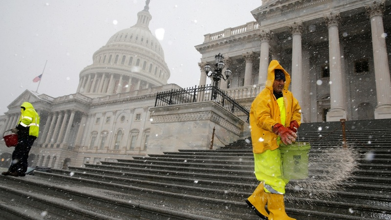 As flakes fly, Congress toboggans toward a budget deal