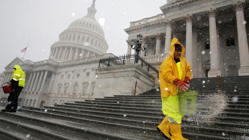 As flakes fly, Congress toboggans toward a budget deal
