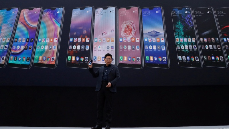 Huawei steps up rivalry in European phone market