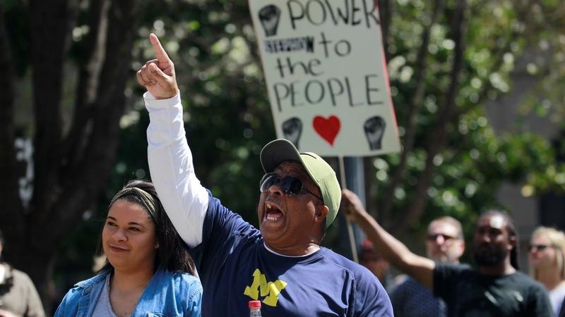 Hundreds protest in Sacramento over Clark's autopsy