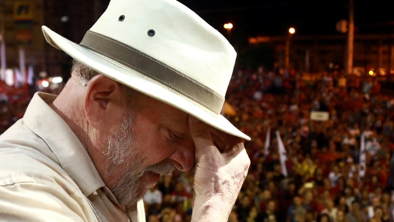 Lula turns himself in after standoff