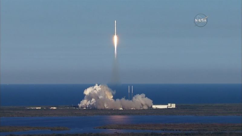 SpaceX rocket launches NASA planet-hunting probe