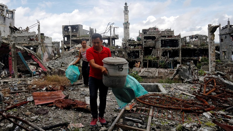 Marawi's residents return to their destroyed homes