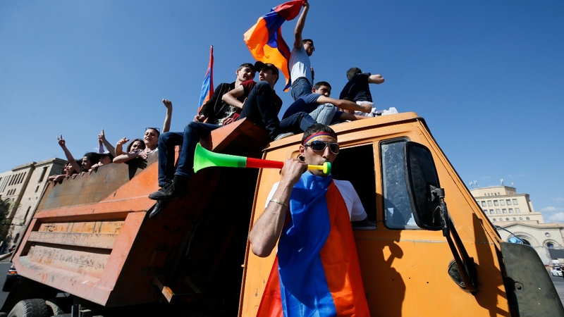 Armenia's standoff resumes with 'civil tsunami'