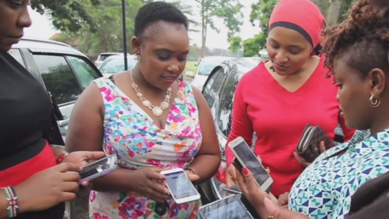 Smartphones help Kenya's women into work