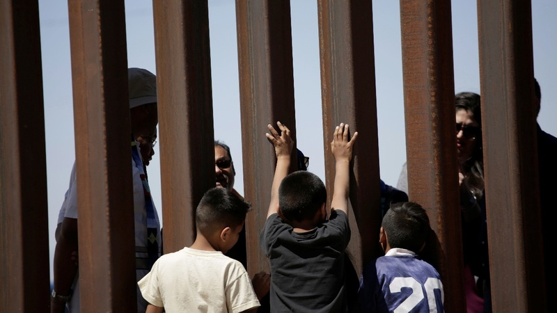 U.S. to split families crossing border illegally