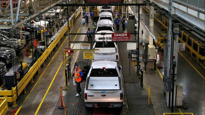 Fire forces Ford to halt F-150 truck production
