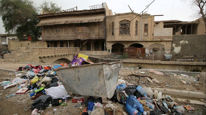 In crumbling Basra, Iraqis yearn for the past