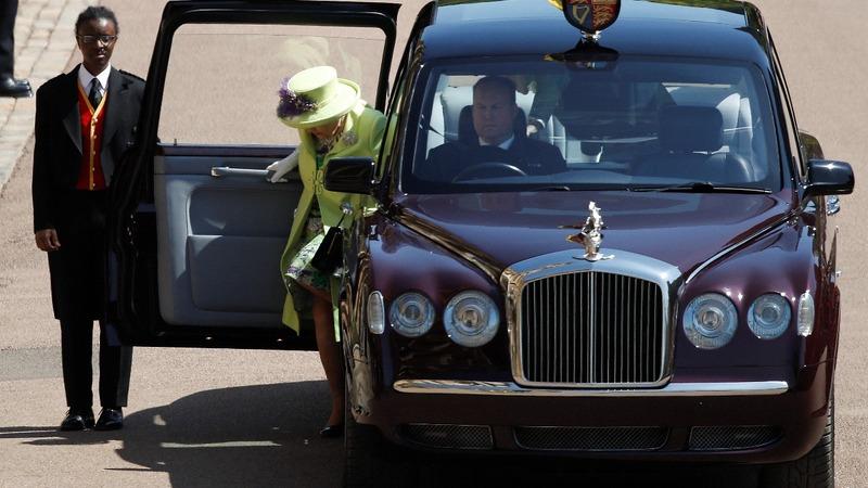Queen Elizabeth wears lime green to the wedding