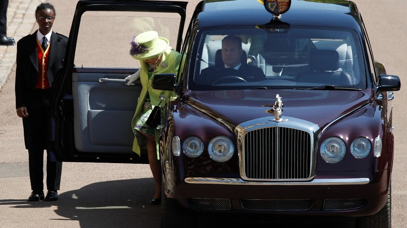 Queen Elizabeth wears lime green to the wedding