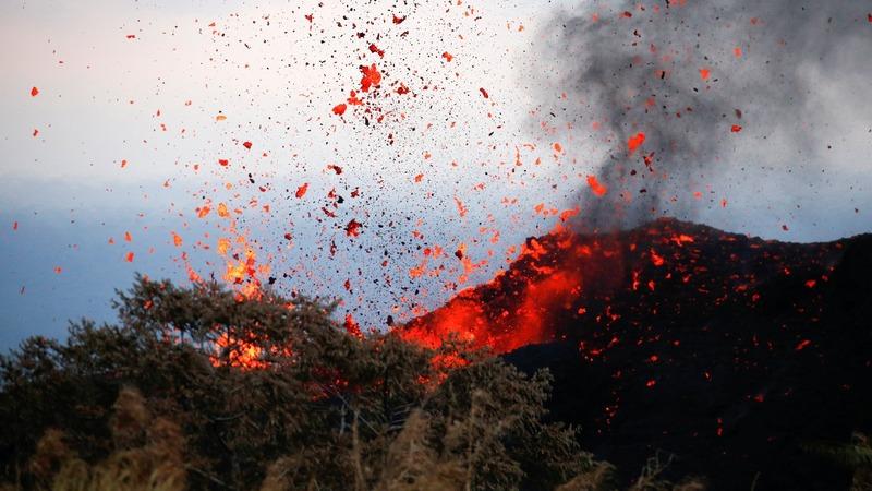 Man injured as Hawaii lava flow advances