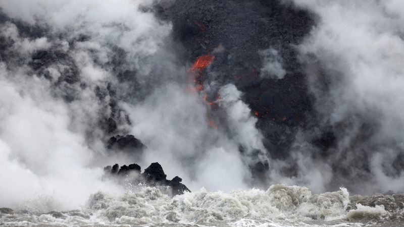 Deadly acid cloud rises over Hawaii