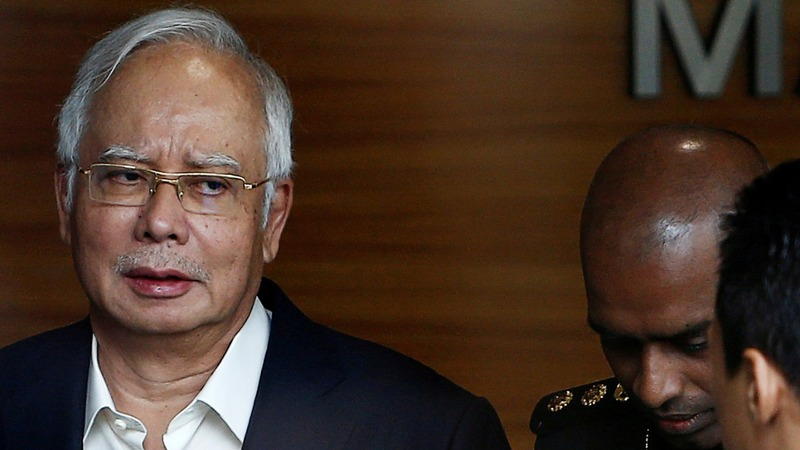 Malaysia ex-PM gives answers to anti-graft agents