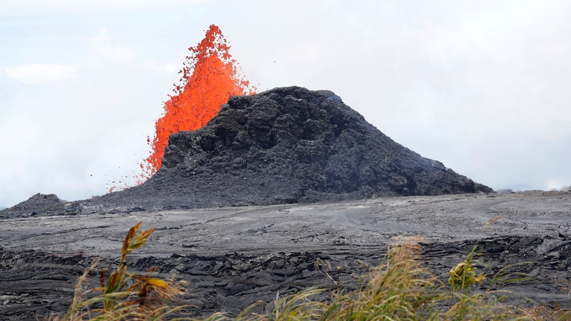 New lava flow from Kilauea volcano hits the ocean