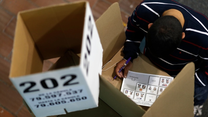 Colombians go to polls with peace deal at stake