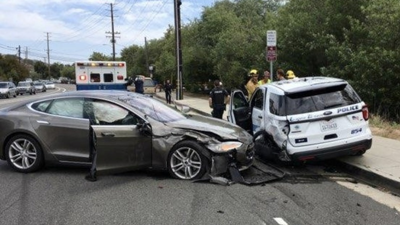 Tesla Model S collides into California police car