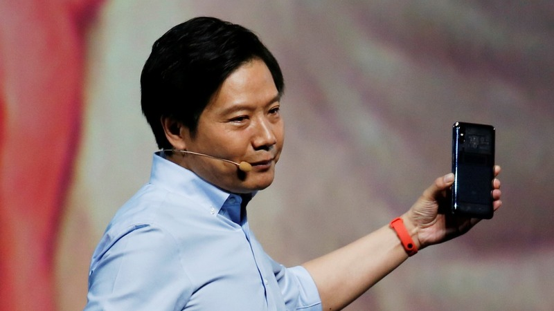 Xiaomi courts fans, investors at glitzy launch