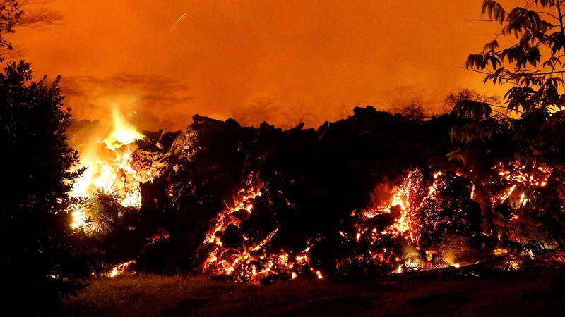 Three people trapped by lava are rescued in Hawaii