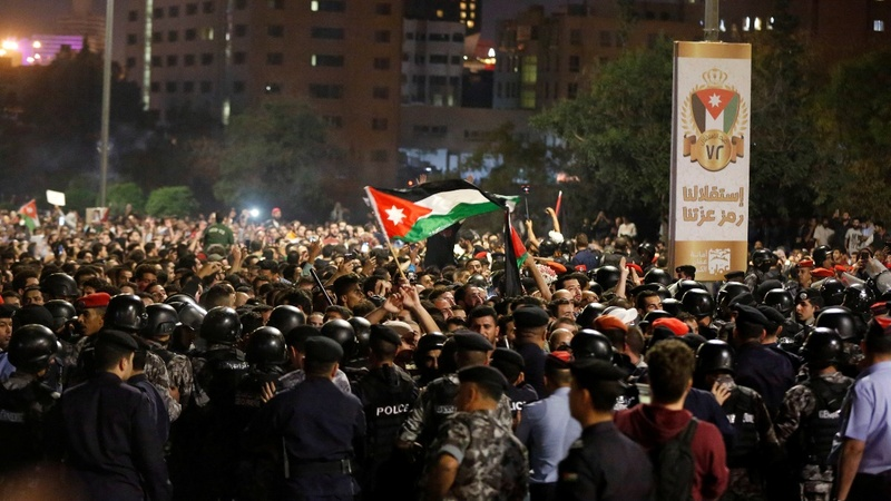Jordan's king replaces PM to defuse protests