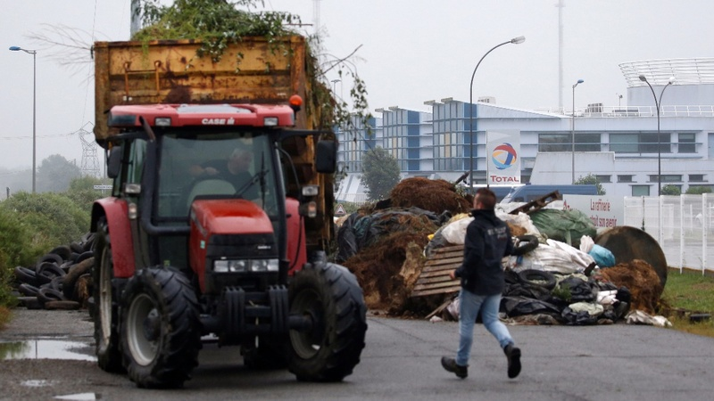 French farmers block refineries in palm oil row