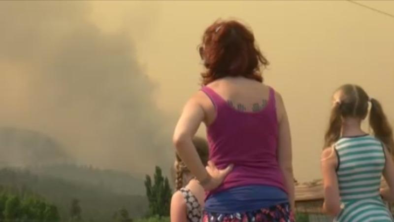 Thousands flee Colorado wildfires