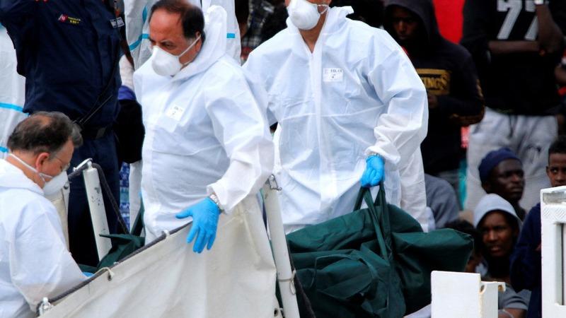 Italy admits 900 migrants as EU clashes escalate