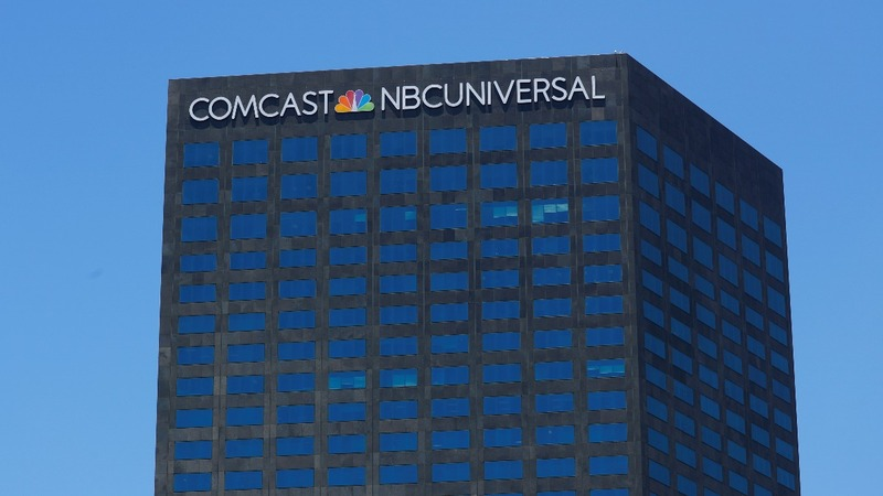 Comcast starts $65 bln brawl for Fox assets