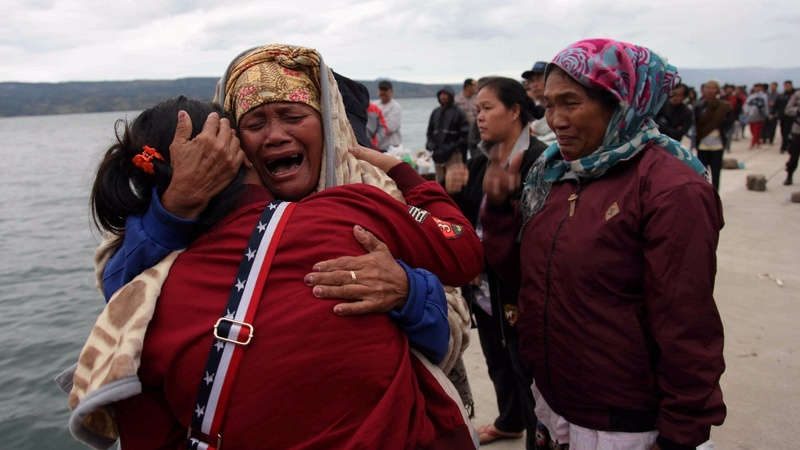 Hunt on for victims of Indonesia ferry disaster