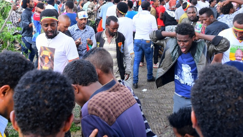 Blast hits Ethiopia PM's rally as peace deal nears